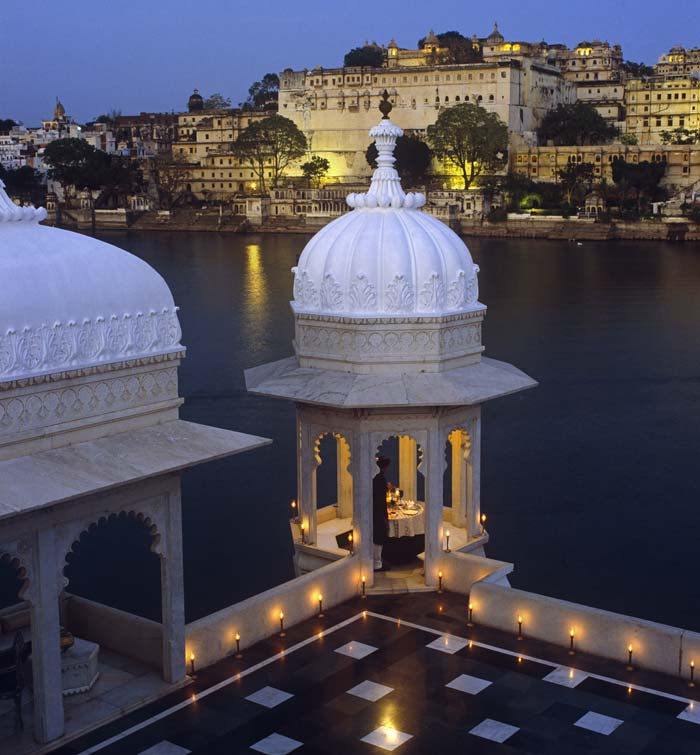 Lake-Palace,-Udaipur---Terrace-Dining
